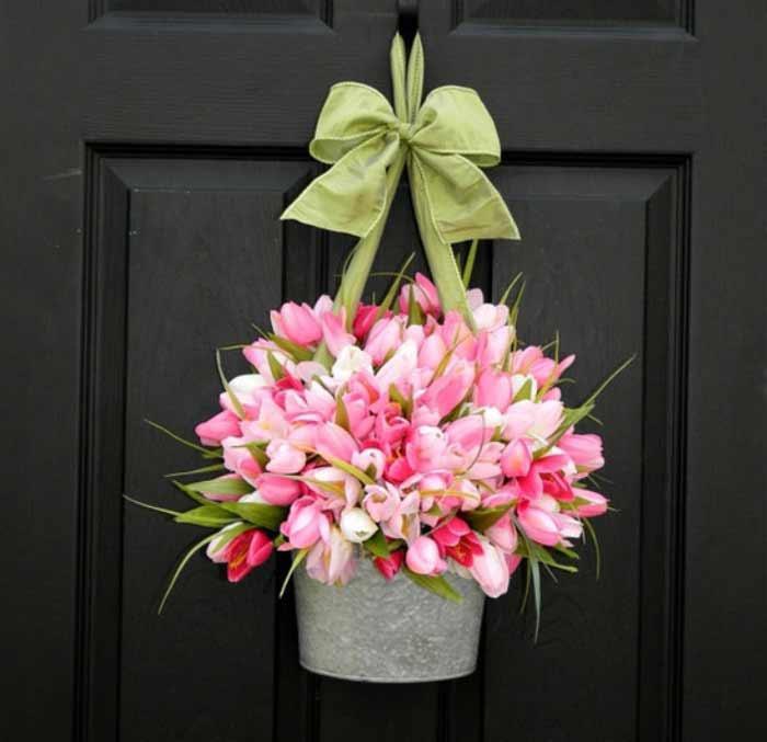 Свадебная корзиночка на двери квартиры невесты