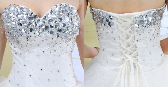 Свадебный наряд со стразами стирается аккуратно