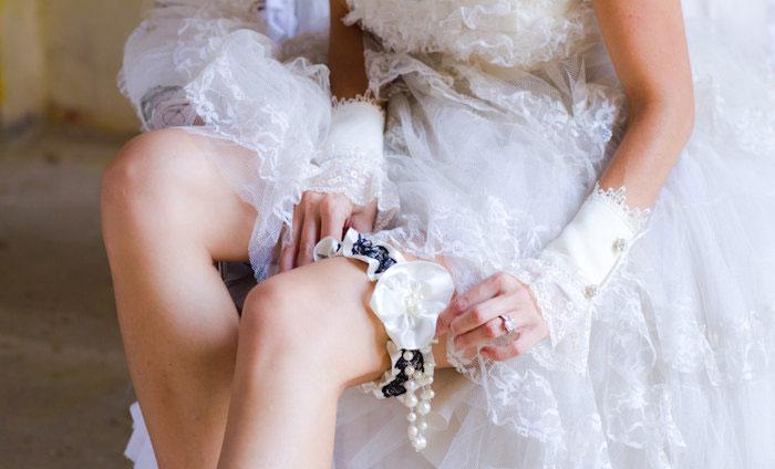 Как пошить атласную подвязку невесты