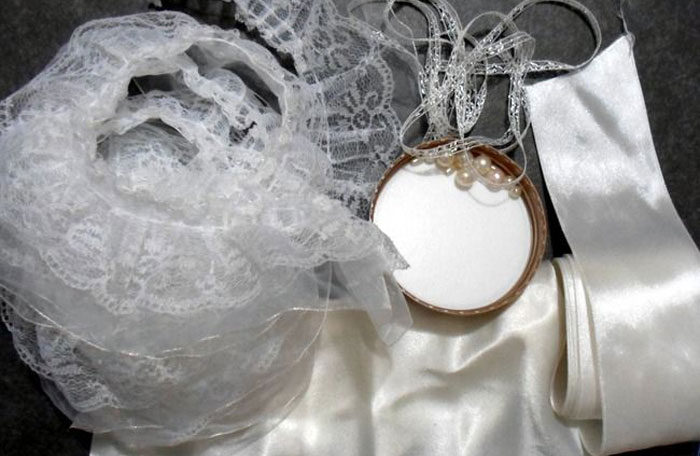 Материалы для атласного свадебного аксессуара