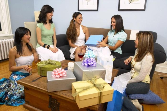 Вручение подарков на девичнике