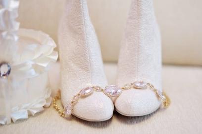 Белые свадебные ботильоны