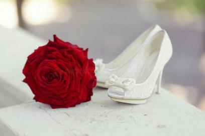Белые свадебные туфли – фото