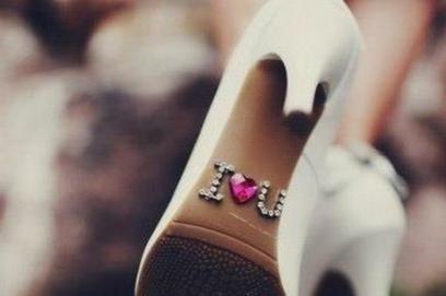 Фразы на подошве свадебной обуви