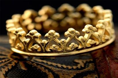 Обручальные кольца в виде короны – фото