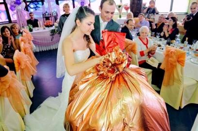 Подарки на свадьбу со смыслом
