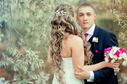 Свадебная прическа с гребнем