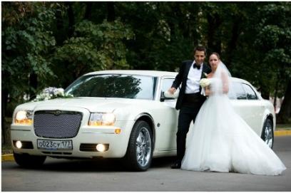 Украшение на свадьбу машины тканью