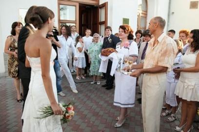 Благословение молодых 🥗 родители встречают жениха и невесту с караваем, речь мамы после загса
