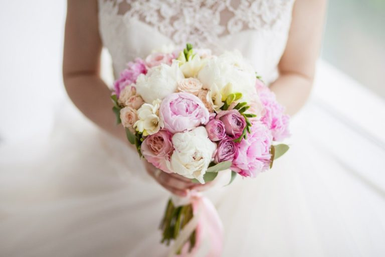 Корзины фиолетовыми, выбор свадебный букет для невесты купить спб