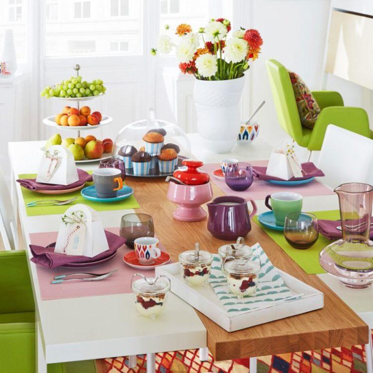 Белая или красочная кухонная посуда