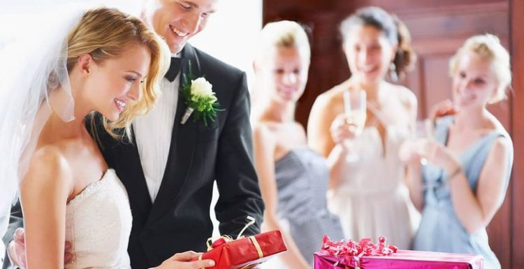 Что полезного подарить на свадьбу?