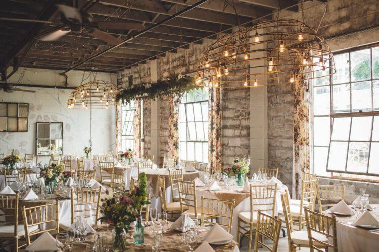 Оформление свадебного зала в стиле лофт