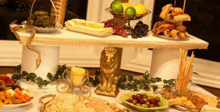 Меню в греческом стиле и праздничный торт